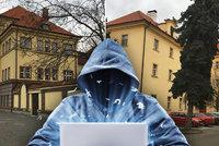 Sofistikované krádeže za bílého dne. V Praze se množí podvodné maily, firmy přichází o miliony