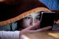 Nebezpečný sexting, šikana a další nástrahy on-line světa: 5 rad pro rodiče