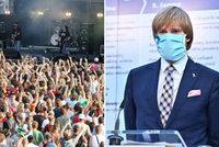 Koronavirus ONLINE: 237 mrtvých v ČR. Konec roušek v TV a žádné festivaly v létě