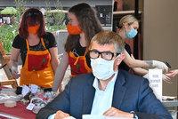 Koronavirus ONLINE: 297 mrtvých v ČR. Na dovolenou bez testů v červnu a nová pravidla pro roušky
