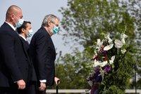 Zeman, Babiš i Duka v rouškách uctili oběti 2. světové války. Kvůli viru každý zvlášť