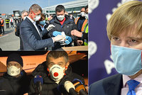 Chybovala vláda v době koronaviru? Poslanci proberou předražené nákupy z Číny