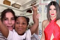 Sandra Bullocková konečně odhalila adoptovanou dceru: Gestem dojaly zdravotní sestru!