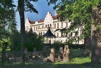 Zámek Častolovice se v restituci vrátil do rukou dámy z rodu Sternbergů