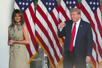 """""""Byli téměř mrtví."""" Trump se brání kritice za antimalarika a štve ho """"nemocná žena"""""""