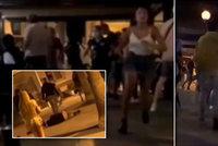 Hádky, rvačky a kaluže zvratků: V dovolenkovém ráji po karanténě vzali útokem hospody!