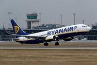 Dovolenkáři marně čekají na návrat domů: Letadlo Ryanair jim bez vysvětlení frnklo