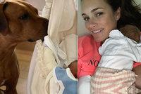 Alena Šeredová (42) dcerku seznamuje se světem! Vyfotila se s ní i po kojení