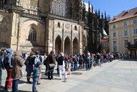 Obří fronty na Pražském hradě! Své objekty zpřístupnil lidem zdarma, po pauze chce oživit turistický ruch