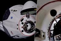 Crew Dragon přepsal historii. Muskova loď úspěšně zakotvila u vesmírné stanice