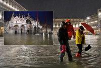 Benátky znovu postihly záplavy. Hustý déšť a silný vítr zvedly ve městě vodu i na jaře