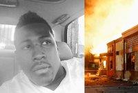 Policie zastřelila tátu tří dětí u rychlého občerstvení. Demonstranti budovu zapálili