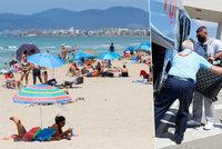 Koronavirus ONLINE: Turisty v dovolenkovém ráji vítali jako celebrity. A 1200 na hlavu pro města