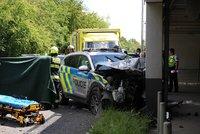 Sešrotované policejní auto! Muži zákona se na Zličíně srazili s osobákem, několik zraněných