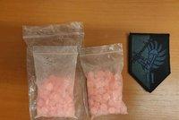 """""""Zapomněl"""", jak se jmenuje, policisté mu to připomněli: U vyhoštěného cizince (35) našli 177 pilulek extáze!"""