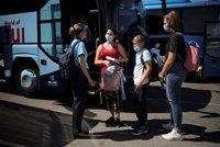 """Koronavirus ONLINE: Zpřísnění na Kutnohorsku, další """"červené"""" státy a Johnson v roušce"""