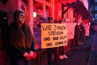 Koronavirus ONLINE: Češi si opět vozí nákazu z ciziny. A německé prostitutky spílají vládě