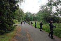 Dva mladíci (oba 16) se šli koupat do Sázavy a zmizeli: Pátrá i vrtulník s termovizí