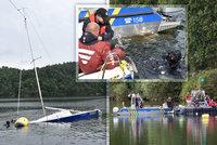 Vzkříšení potopeného vraku: 900kilový kolos zdvihali ode dna Slapské přehrady téměř celý den. Neměl ani škrábnutí!
