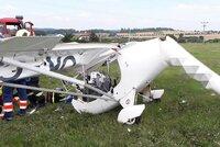U Mladé Boleslavi spadlo letadlo na zahradu: Pilot zemřel