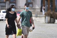 Povinné roušky v obchodech a MHD na Jihlavsku končí. U lékařů ale ještě zůstanou