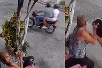 Zloděj chtěl seniorce ukrást mobil: Odvážná babička mu strhla helmu a zbila ho s ní