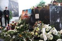 PŘÍMÝ PŘENOS: Pohřeb hokejisty Buchtely (†20): Mladý talent zadusila rakovina srdce