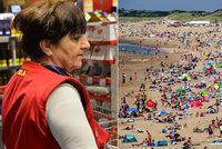 Koronavirus ONLINE: Supermarket zaměstnancům nasazuje roušky. A plné pláže v Nizozemsku