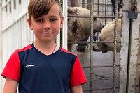 Školáka (†11) roztrhali dva medvědi: Kvůli holkám před nimi frajeřil v kleci