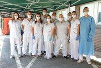 Koronavirus ONLINE: V Česku přibylo nejvíc případů od dubna, Němci protestovali proti rouškám