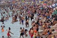 Koronavirus ONLINE: Rekordní nárůst případů v ČR, německé varování a nával na plážích
