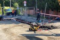 Obrovské neštěstí v Psárech u Prahy: Dělníka zavalila hlína! Vážně se zranil