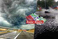 Bouřky v Česku: Děti evakuovali z táborů, voda vyplavila domy i kemp. Sledujte radar Blesku
