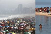 Brazilské pláže jsou narvané, navzdory koronaviru. Experti se bojí druhé vlny
