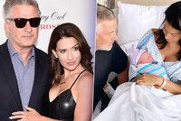Alec Baldwin je šestinásobný otec! Po dvou potratech přišel porod