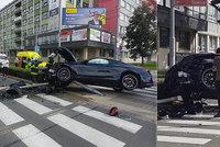 """Luxusní BMW """"zaparkoval"""" na pardubickém semaforu známý písničkář: Vytlačili mě, tvrdí Štěpán"""