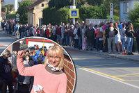 Neuvěřitelné! Lidé v Ostravě stáli hodiny ve frontě na zubaře! Dokonce tu nocovali