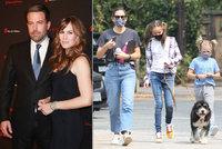 Další změna pohlaví? Jediný syn Bena Afflecka na veřejnosti s culíčky!