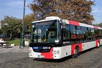 Kontroverzní vizuál pražské MHD. Autobus v nových barvách sveze cestující už ve čtvrtek. Jezdit bude na Strahov