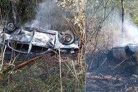 Muž tahal řidiče z hořícího auta u Nepomuk: Záchrana života na poslední chvíli, popsali hasiči