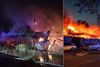 Hasiči vyrazili do boje s rozsáhlým požárem v Plzni: Vyhlásili nejvyšší stupeň poplachu