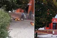 Muž se zapálil před budovou policie: Běloruský Palach, nebo zoufalý sebevrah?