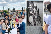 Festival lehkomyslnosti na Karlově mostě...V červnu slavili konec korona krize a teď? Tisíce nově nakažených denně!
