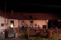 Senior zapálil dům na Kutnohorsku: Pak se pokusil zabít jateční pistolí!