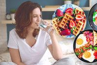 Průzkum ukázal: Jak jsou na tom Češi se snídaní? A tipy na nejlepší ranní jídla!