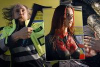 Utržené končetiny, hadi a vyhřezlá střeva: Záchranáři lákají nové kolegy šíleným videem!