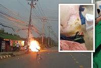 Na motorkáře spadl drát vysokého napětí: Těžce popálení leží v nemocnici!