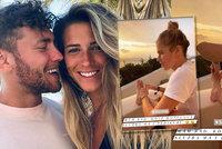Kopřivová s přítelem přemohli covid a uletěli na Santorini: Co tam dělají při západu slunce?!