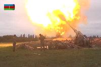 Mezi Arménií a Ázerbájdžánem dál zuří boje. Země nasadily dělostřelectvo, přes 60 mrtvých