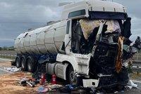 Další malér kamionů u Brna: Nehoda dvou kolosů na D2 zablokovala dálnici